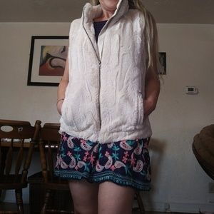 NWOT Miss Ashley women's faux fur vest size Small